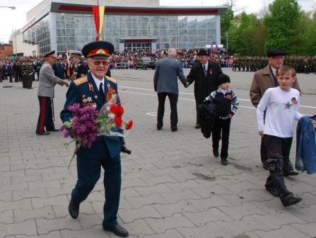На парад, как на праздник. Кавалер медали «За отвагу», дошагавший до Германии, Петр Смолькин.