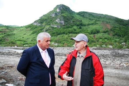 Портрет на фоне. Альберт Джуссоев и Василий Любин у горы Часавал-хох.
