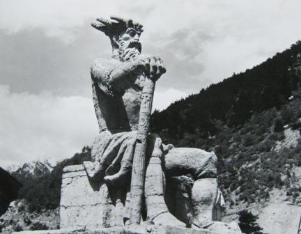 Покровитель охотников Афсати, вылепленный Дзбоевым, восседает в Цейском ущелье.