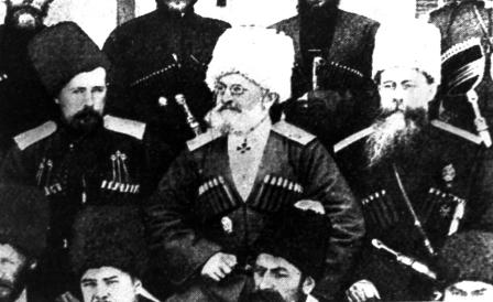 Сбор атаманов. Крайний слева Михаил Караулов.