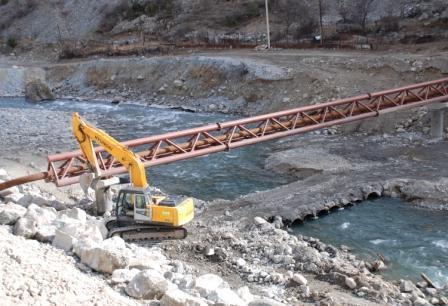 Газопровод не раз перейдет с одного берега Ардона на другой.