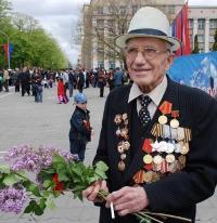 Разведчик Михаил Прожиров встретил День Победы с внуком