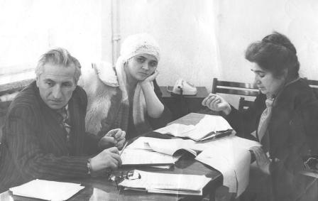На репетиции: народный артист СССР Николай Саламов, Алла Дзгоева и Вера Уртаева.