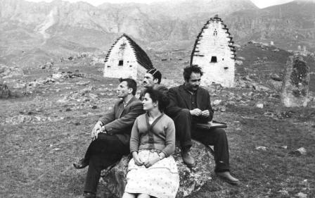 "С Азанбеком Джанаевым (крайний справа) на съемках фильма ""Осетинская легенда""."