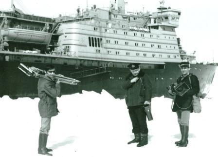 Снимать же арктического капитана Ю.Кучиева пришлось в заполярных льдах.