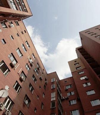 Мэр Владикавказа вручил воспитанникам детских домов ключи от квартир