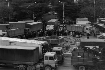 Первая колонна с гуманитарным грузом прорвалась в Цхинвал. 1992 г.