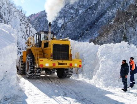 Транскавказская автомагистраль снова в плену снежных лавин