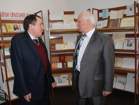 """С.Кесаев - Ш.Джикаеву: """"Я бы не выдержал, если бы написал столько законов, сколько ты написал стихов""""."""