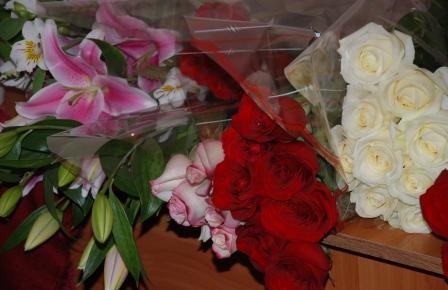 Миллион алых и белых роз.