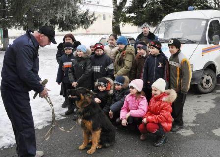 Спасатели и пес Бобик стали желанными гостями казачьей школы Владикавказа
