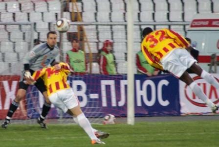 Второй гол забить хотели и Зуэла, и Маренич - не забил никто.