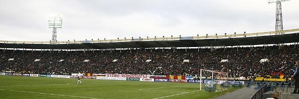 Стадион во Владикавказе красив заполненными трибунами.
