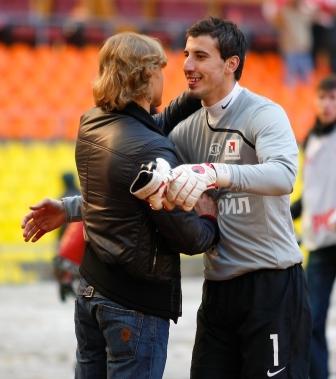 После матча Карпин поздравил Джанаева с хорошей игрой.