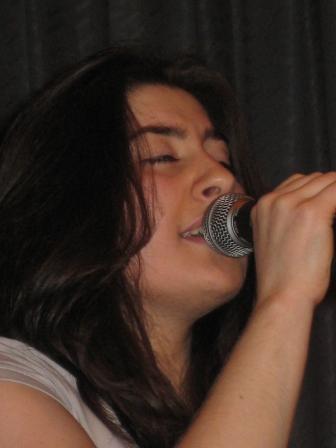Оллана МУРАШЕВА зажигала зал под гитару Алана ГАТАГОВА.