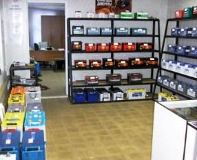 Во Владикавказе злоумышленники взломали окно магазина и похитили 20 аккумуляторов