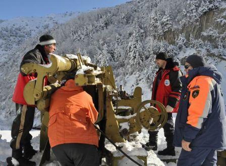 Спасатели и дорожники работают на Транскавказской автомагистрали в авральном режиме