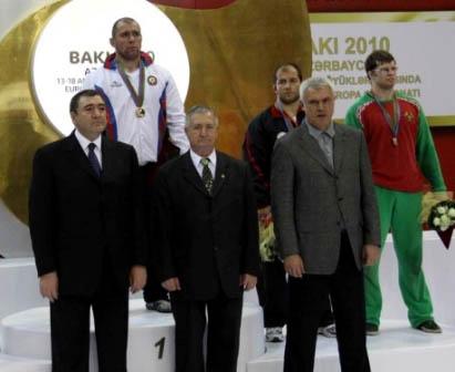 Чемпионом быть хорошо, а двукратным - лучше. Церемония награждения. Баку, апрель 2010 г.