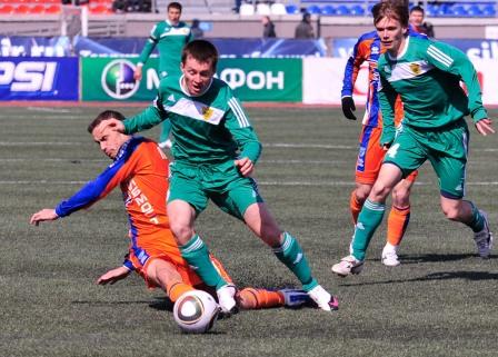 Цораев доставил много хлопот защитникам хозяев в Новосибирске и забил там два гола.