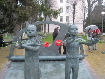 Памятник жертвам террора –  дар Северной Осетии от Михаила Шемякина
