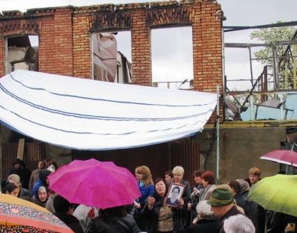 С тетей Мэри прощались в Цхинвале на пепелище