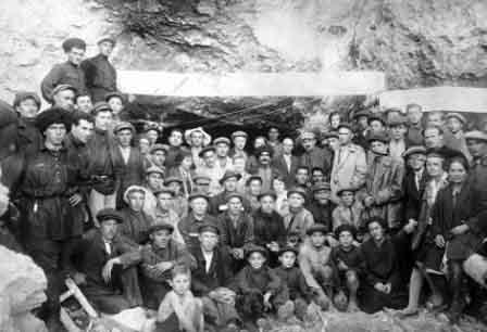 Со строителями Гизельдонской ГЭС в горах Осетии. 1930 г.