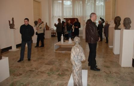 Экспозиция мастера вызвала интерес еще до начала торжеств.