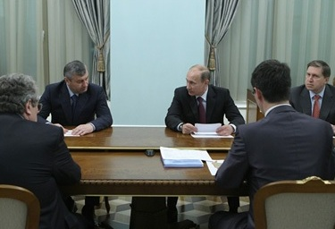 Путин усадил Кокойты и Бровцева за один стол
