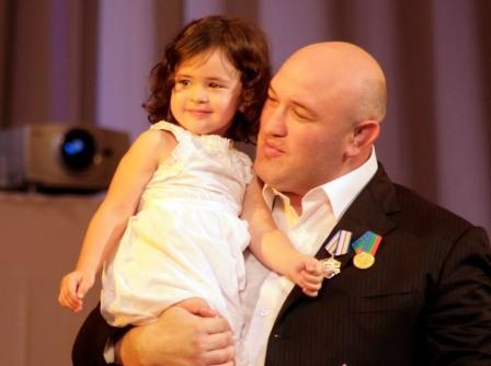 С любимой дочкой папа теперь будет видеться чаще.