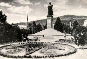 Скульптор и его памятник, который не смогла убить война