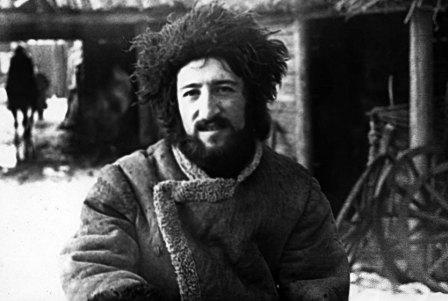 """Дзембат Хамикоев в фильме """"Возьми меня с собой""""."""