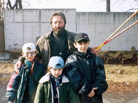 Дзембат Хамикоев с детьми Виктора Засеева.