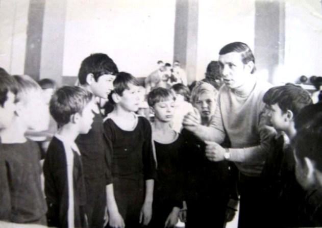 Дети из мушкетерской школы Годжиева боготворили своего тренера.
