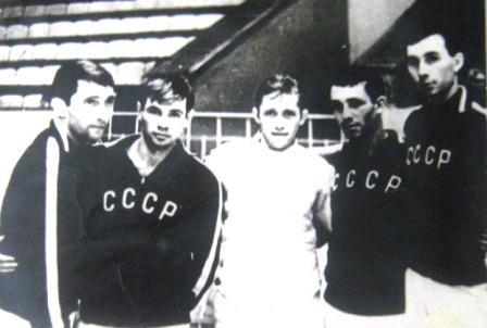 Первенство мира по фехтованию 1966 года. Сборная СССР по шпаге. Слева направо: Г.Костава, Ю.Смоляков, Г.Крисс, В.Годжиев, А.Никанчиков.
