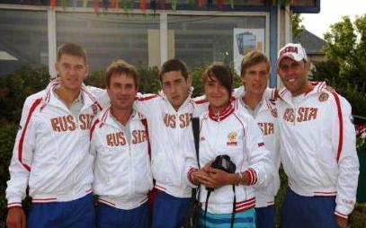 В российской команде - прекрасное настроение. В центре - Ричард Музаев.