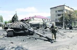 Два года после войны в Осетии: дома в разрухе, зато снесли Сталина