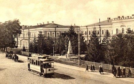 Памятник Архипу Осипову на пересечении Александровского проспекта и ул. Московской.