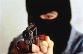 Разбой по эльхотовски: трое в масках, не считая пистолета