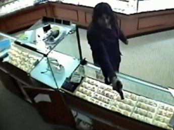 В Москве грабитель из Владикавказа вышел из ювелирного магазина не с золотом, а с поднятыми руками