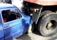 В столкновении «Запорожца» с «КамАЗом» пострадали оба водителя