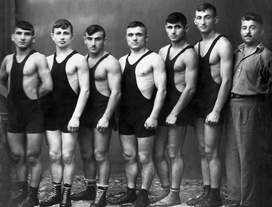 Сборная Северной Осетии по вольной борьбе. Слева - Елкан Тедеев.