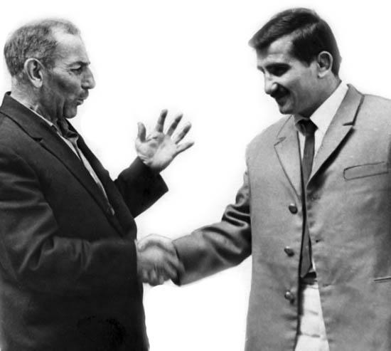 Ветеран спорта Георгий Кандинашвили поздравляет Тедеева с победой на чемпионате Европы, 1968 год.