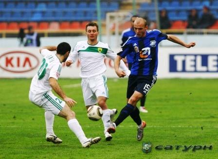 В матче в Махачкале сошли уроженцы трех кавказских столиц - слева направо: Бакаев (Цхинвал), Цораев (Владикавказ) и Нахушев (Нальчик).