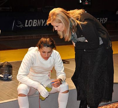 Поддержка тренера - всегда бесценна. Майя ГУЧМАЗОВА и Ирина КЕСАЕВА на чемпионате Европы в Лобне.