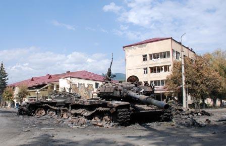 Цхинвал, 11 августа 2008 г. Грузинские танки - повержены, армия - бежала.