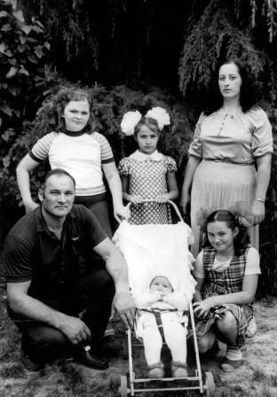 Семья Бароевых не подозревает, что в детской коляске затаился будущий олимпийский чемпион.