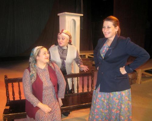 Три соседки – три подружки. Слева направо: Фатима Пагиева, Диана Черчесова, Лариса Албегова.