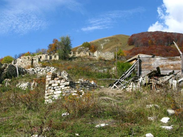 Ruines_of_Saratat_village-1