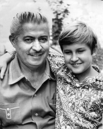 С сыном Аланом.