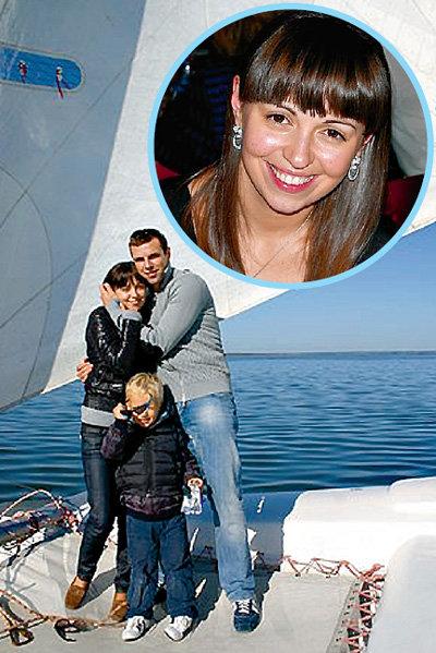 Отдыхая на море с Марией ШУРАВИНОЙ и её сыном, Веня думал о свадьбе.